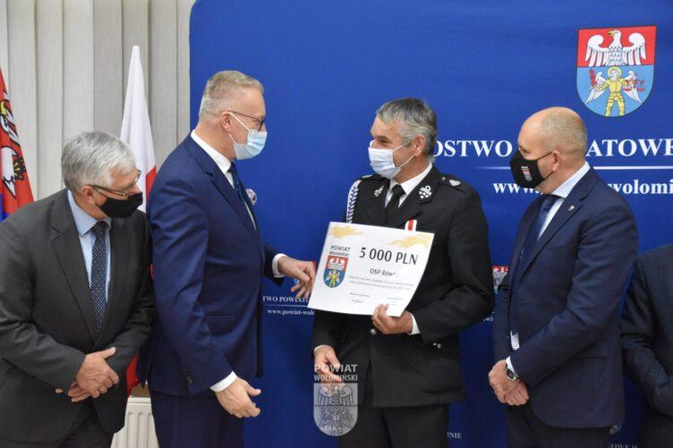 z budżetu Powiatu Wołomińskiego dla ochotniczych straży pożarnych